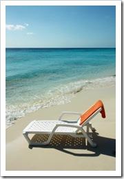 1368532_sunbed_on_tropical_beach