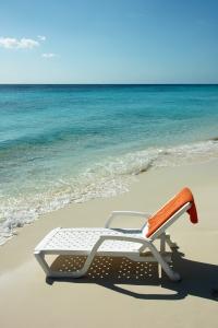 sunbed-on-tropical-beach-1368532-m